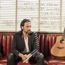 Davide Esposito: son clip «Oggi Pioggia» en Piano-Voix